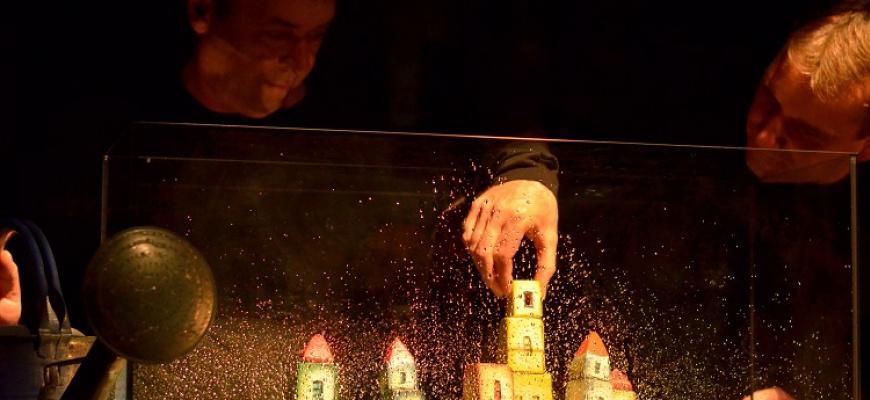 La maison en petits cubes Marionnettes/Objets