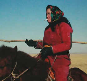 La Femme des steppes, le flic et l'oeuf