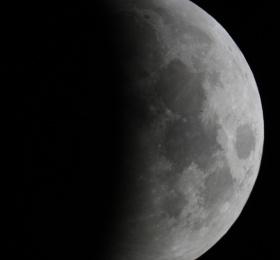"""""""Ciels de Nantes"""" - Éclipse de Lune sous les anneaux de Saturne"""