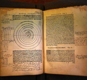 Ptolémée - Copernic quelles différences ?