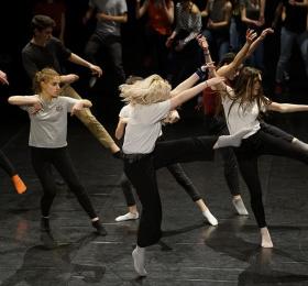 Image Dos ados - stage de danse avec Vincent Blanc Atelier/Stage