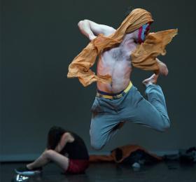 Image Le charme de l'émeute  Danse