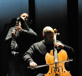 Comme souffler dans un violoncelle